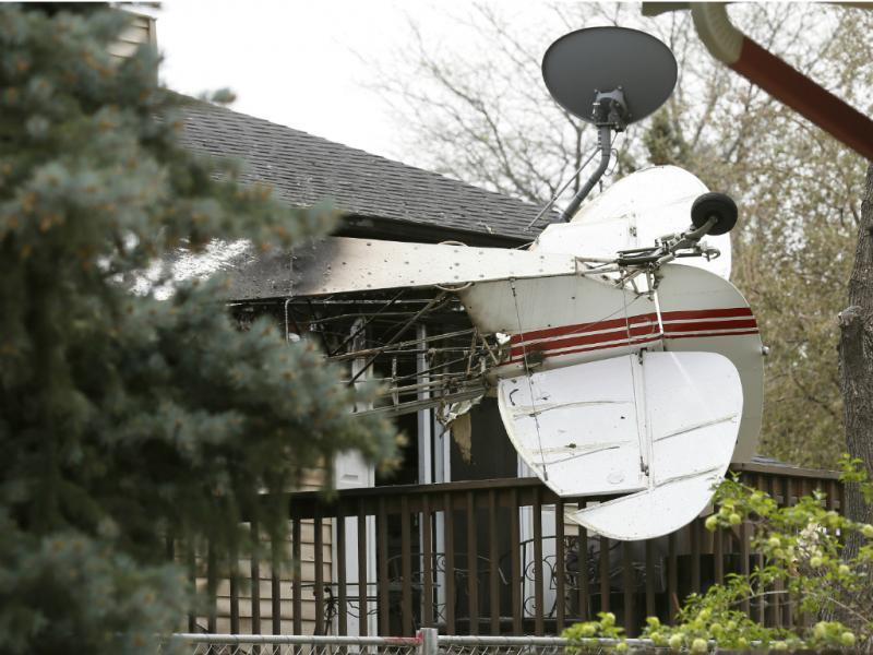 Avião chocou com antiga casa de piloto (Reuters)