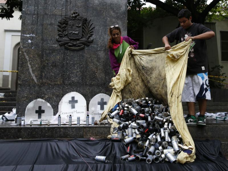Polícia venezuelana expulsa estudantes de acampamentos (Reuters)