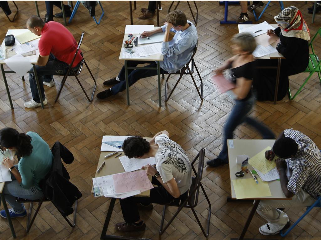 Jovens colocaram anúncio insólito para faltar a exames (Reuters)