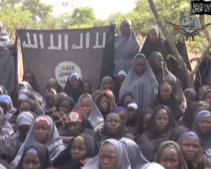 Nigéria: milícia exibe raparigas e define condições de resgate
