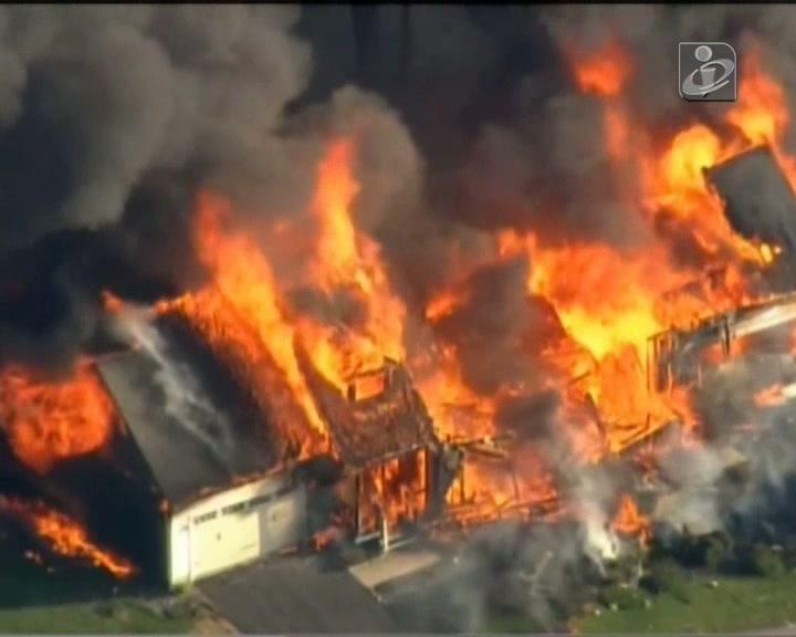 Explosão de casa e polícia morto nos Estados Unidos