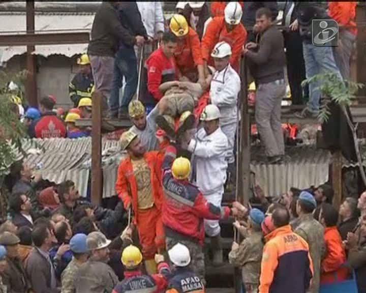 Turquia: centenas de mineiros ainda soterrados