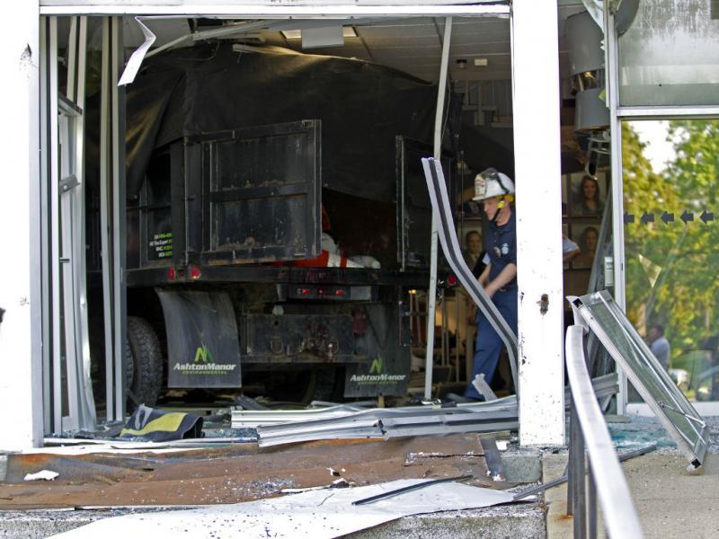 «Deus» invade estação de TV com camião (REUTERS)