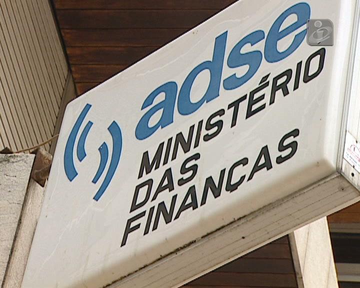 Cavaco aprova aumento dos descontos para a ADSE