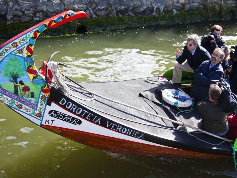Paulo Rangel e Nuno Melo uma viagem de moliceiro nos canais na Ria de Aveiro (PAULO CUNHA/LUSA)