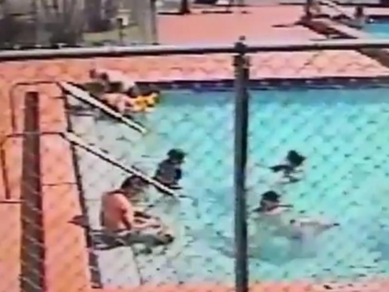 Três crianças eletrocutadas em piscina (Reprodução / Youtube / yenibirsans/ SkyNerws)