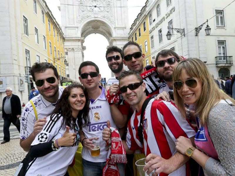 Adeptos do Real e do Atlético em Lisboa (Lusa)