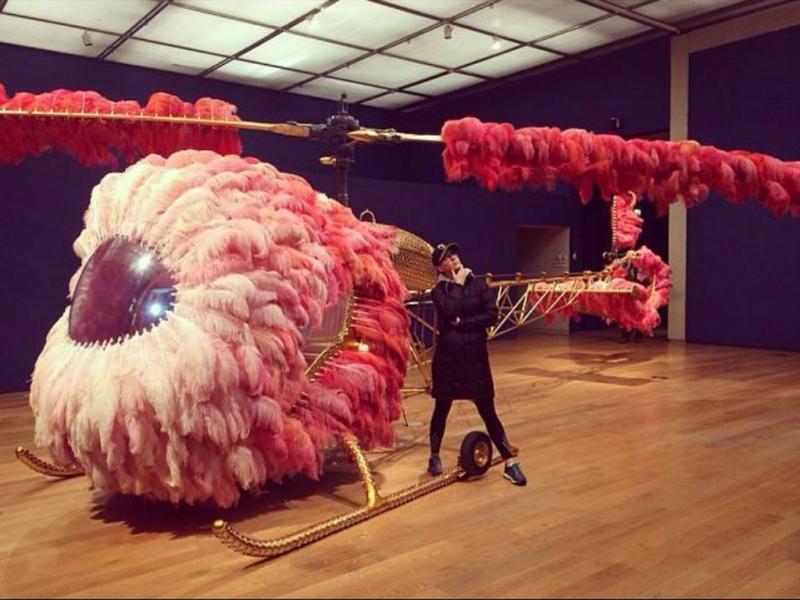 Katy Perry visita exposição de Joana Vasconcelos