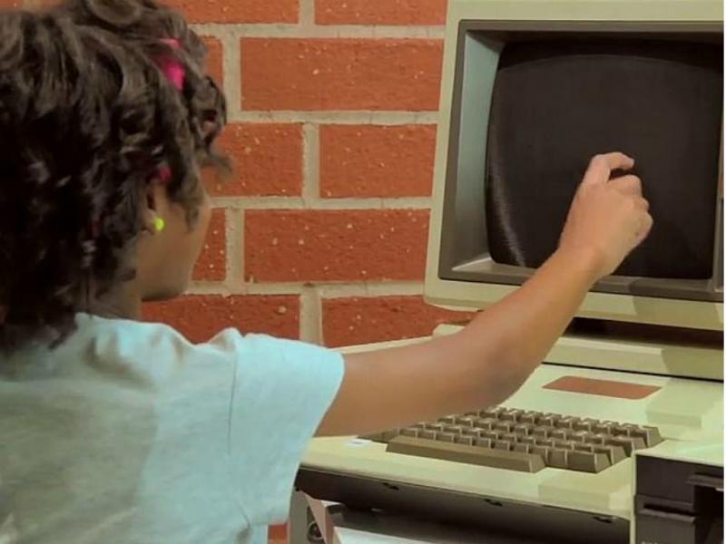 Este computador de 1970 confunde as crianças de 2014