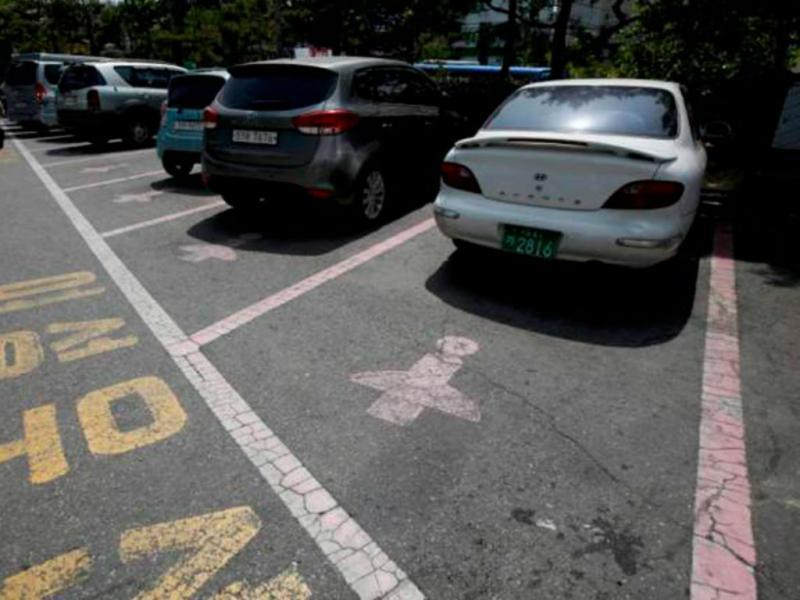 Estacionamento para mulheres em Seul (Reprodução The Independent)