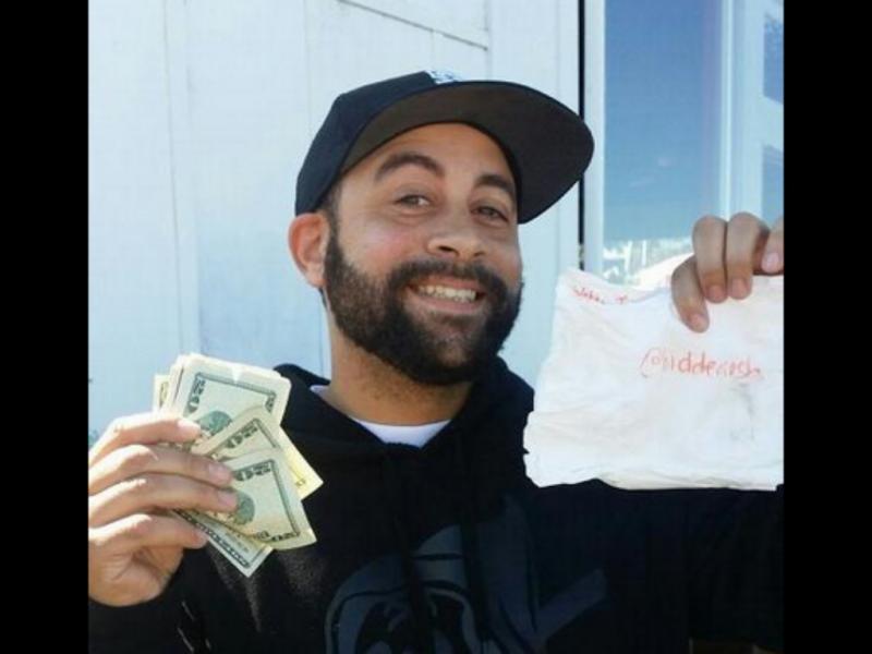 Rico esconde dinheiro em S. Francisco (Reprodução/Twitter/Tokatz)