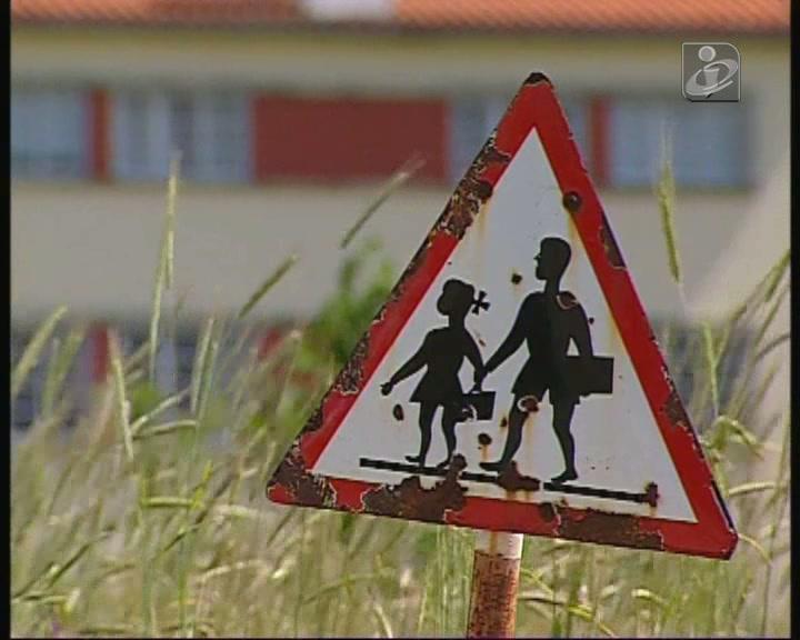 Governo quer fechar 400 escolas