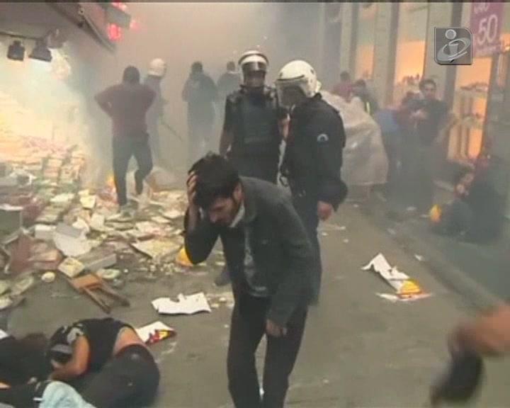 Turquia: 13 feridos após confrontos em Istambul e Ancara