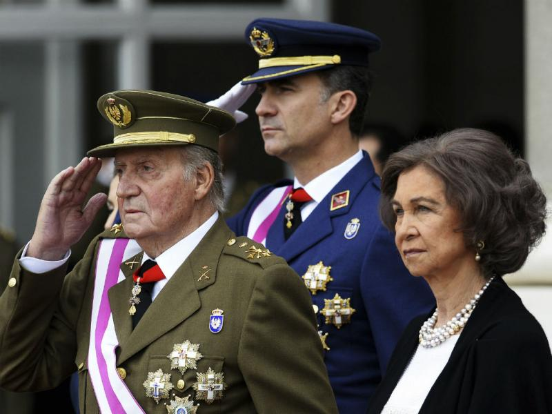 Rei Juan Carlos abdica do trono (Reuters)