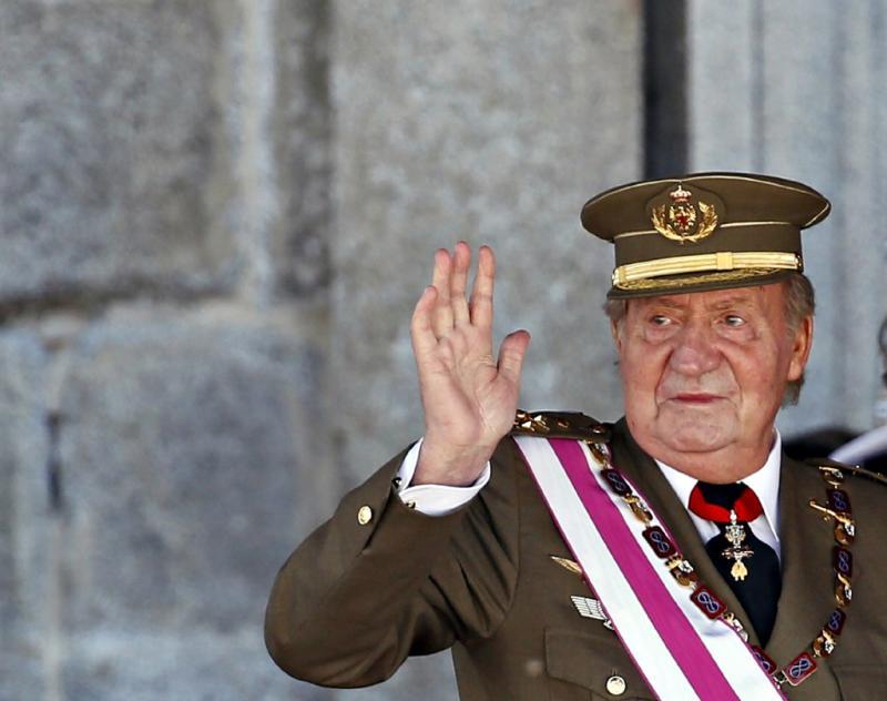 Juan Carlos e Felipe de Espanha na cerimónia militar da Ordem de Santo Ermenegildo Foto: Reuters