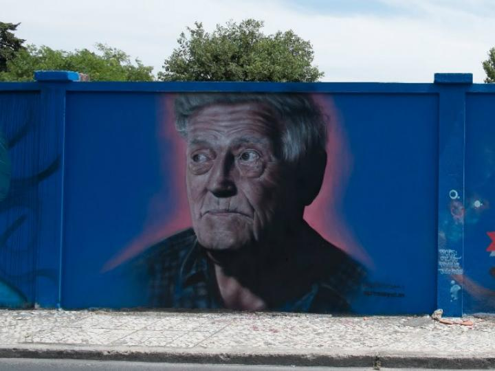 «Rostos do muro azul»