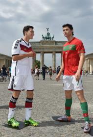 Ronaldo e Ozil de cera em Berlim (EPA)