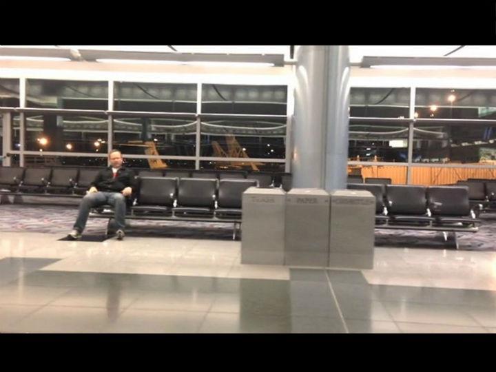 O que faria se ficasse «preso» à noite num aeroporto?