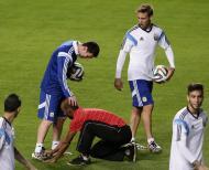 Ronaldinho e amigos a invadirem treino da Argentina