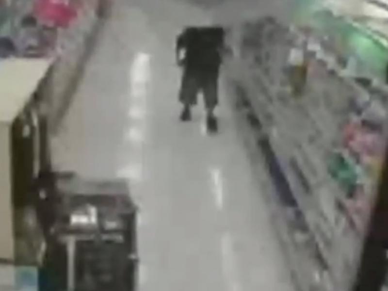 Mulher apanhada a roubar sete lagostas (Reprodução/Youtube/TodoAllTVChannel)