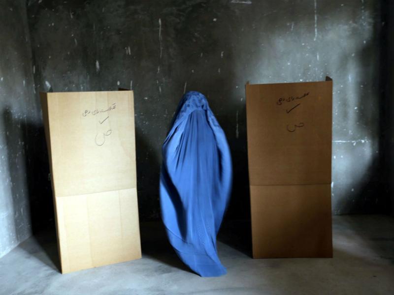 Começou a segunda volta das eleições presidenciais no Afeganistão (Lusa)
