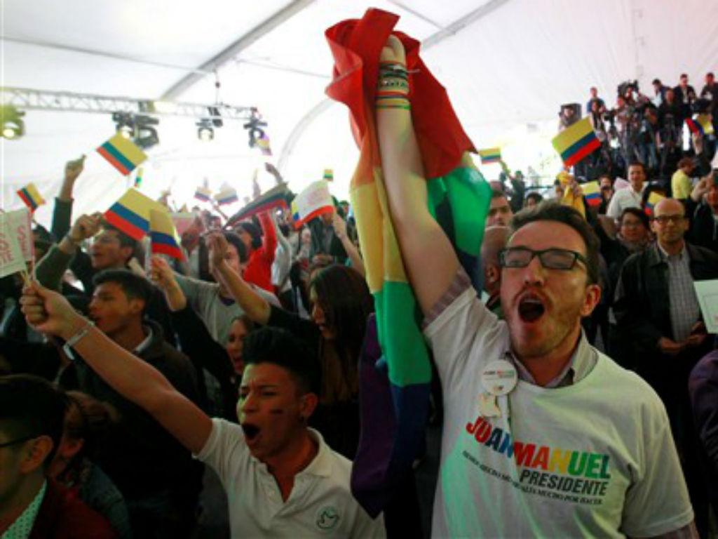 Apoiantes do presidente reeleito da Colômbia (REUTERS/ José Miguel Gomez)