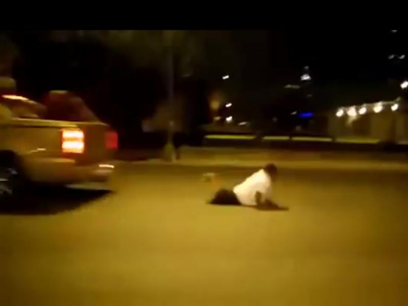 Jovem adepto cai de carro em movimento (Reprodução / Youtube / IPN8bit)