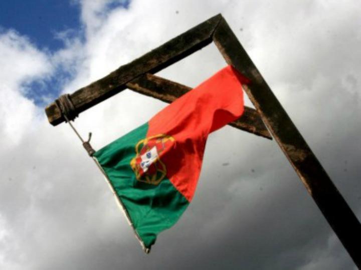 Instalação de bandeira de Portugal numa forca vai a julgamento