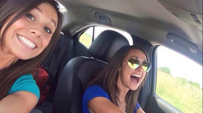Collette Moreno tirou uma selfie com a amiga que conduzia o carro antes de sofrer o acidente
