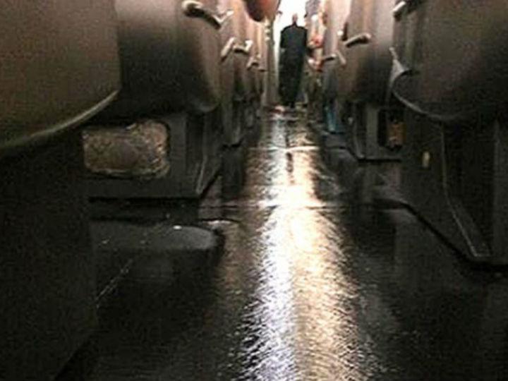 Inundação em avião da Qantas (reprodução Twitter)
