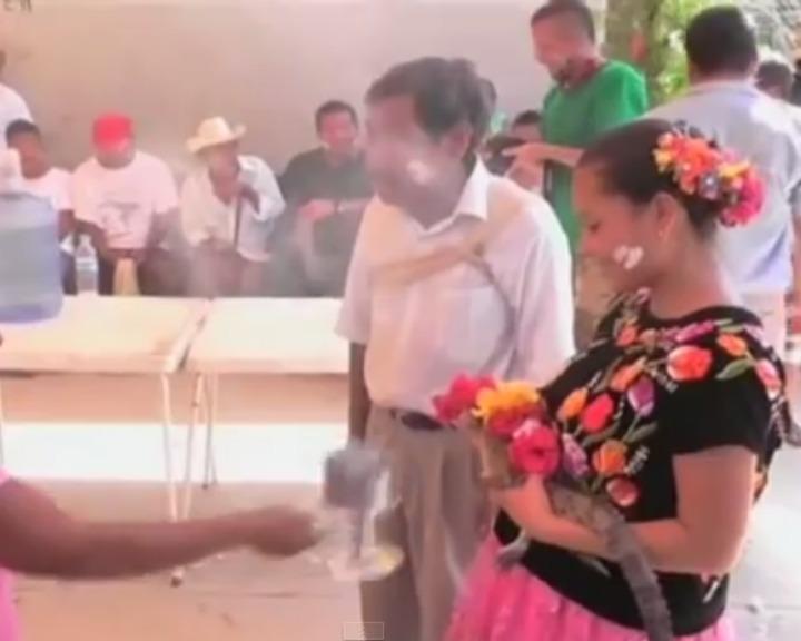 Casamento com crocodilo faz parte das tradições locais (YouTube)