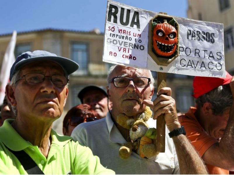 Protesto da CGTP (EPA/JOSE SENA GOULAO)