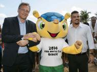Fuleco: em abril, com o secretário-geral da FIFA e Ronaldo