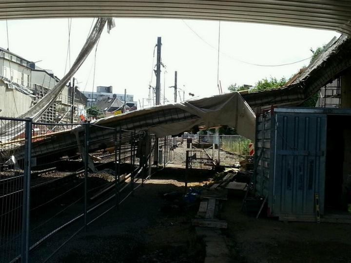 Queda de ponte pedonal no Luxemburgo fere 8 trabalhadores (Foto Twitter)