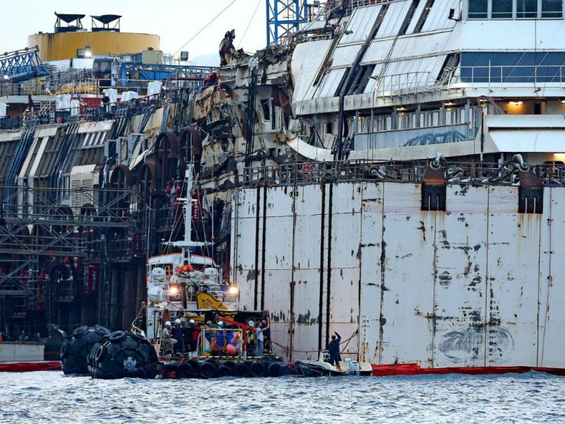 Operação para cruzeiro Costa Concordia voltar a flutuar após dois anos naufragado (PA/ALESSANDRO DI MEO)