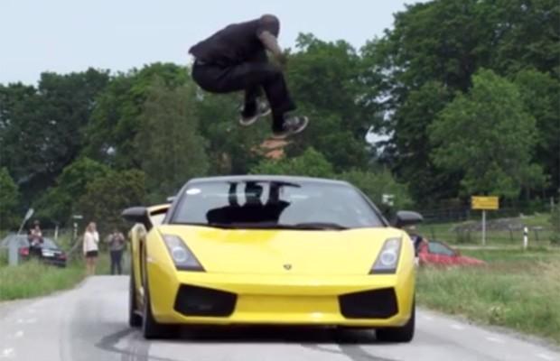 Homem faz manobra arriscada ao saltar por cima de Lamborghini (Reprodução Youtube)
