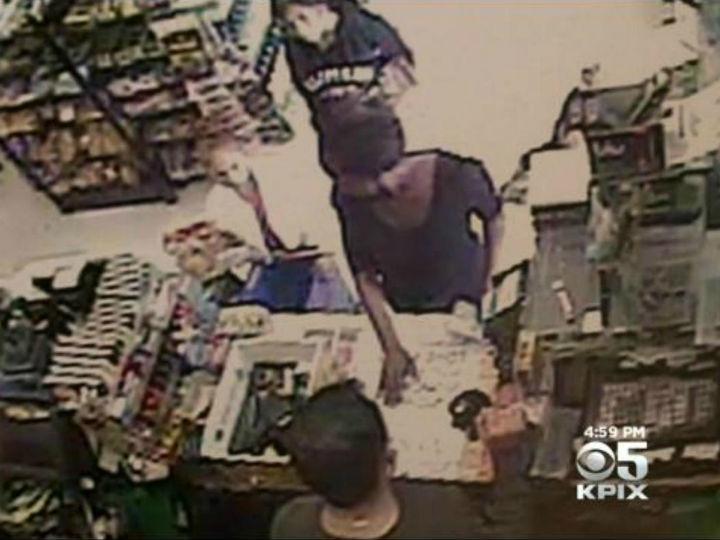 Mulher rouba menina de oito anos a vender doces