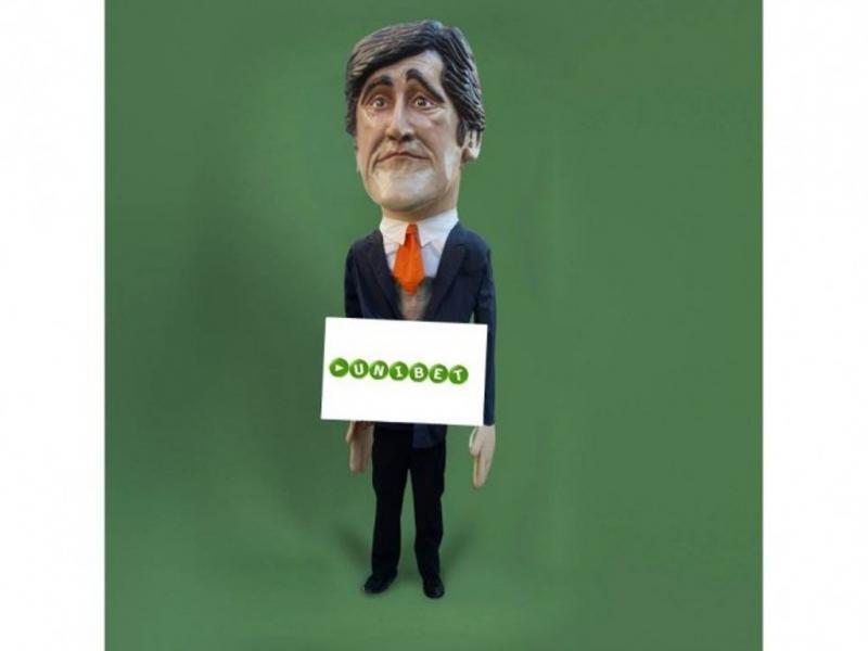 Fantoche de Passos Coelho vendido por 16 euros