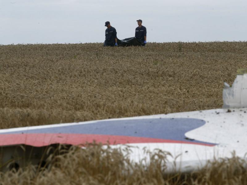 Corpos das vítimas já estão a ser recolhidos (Reuters)