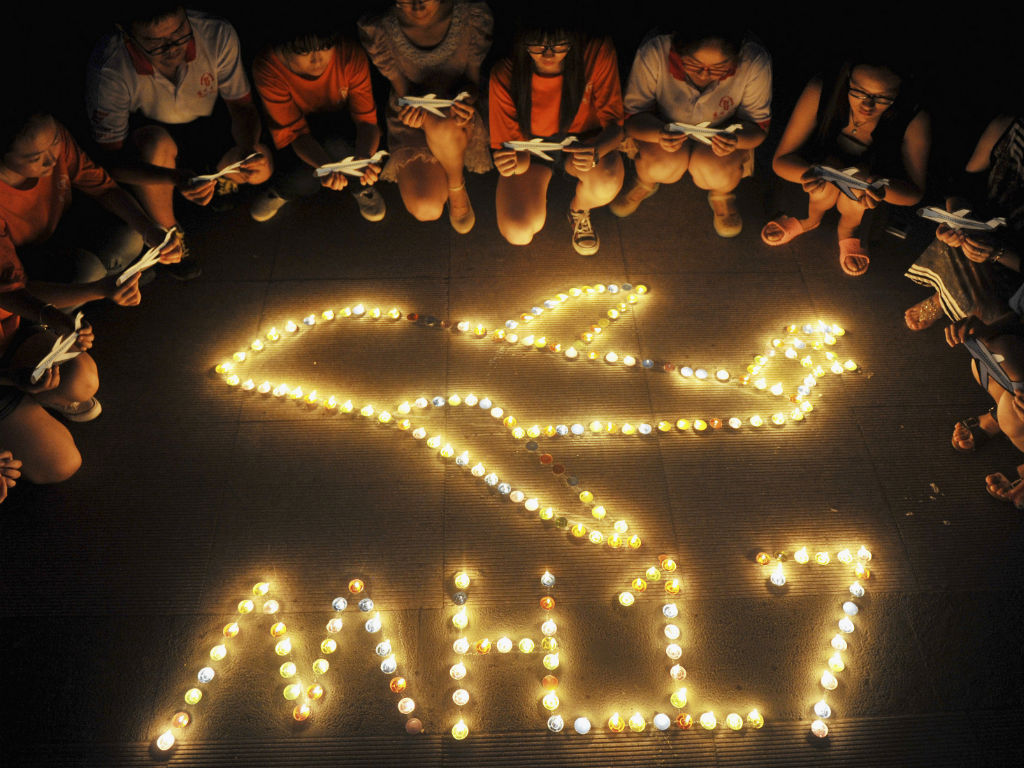 A homenagem e a dor pela queda do voo MH17 (REUTERS)