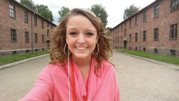 Selfie no Campo de Concentração de Auschwitz (Twitter)