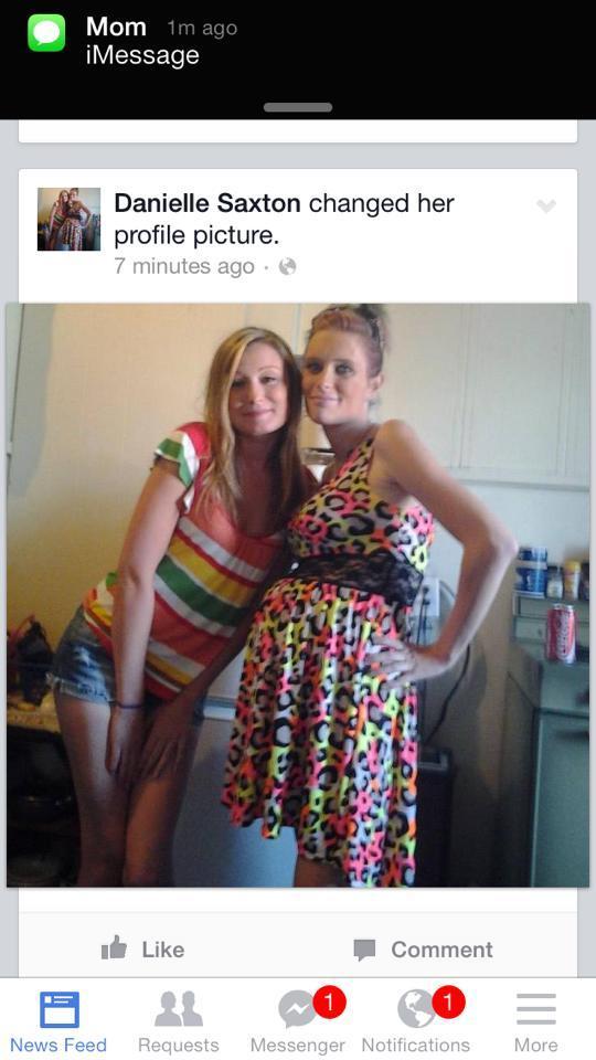 Danielle Saxton, publicou no facebook foto com vestido que tinha roubado (Foto: Facebook)