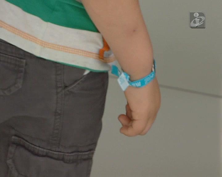 Pulseiras ajudam a encontrar crianças perdidas