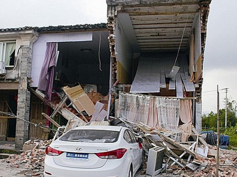 Chinesa destrói casa dos pais (Reprodução/CEN/DailyMail)