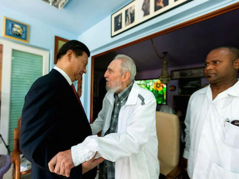 Fidel Castro recebe presidente chinês (EPA/Cubadebate / Alex Castro)