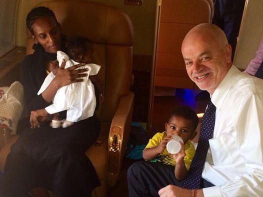 Ministro italiano tira foto com sudanesa (Facebook)