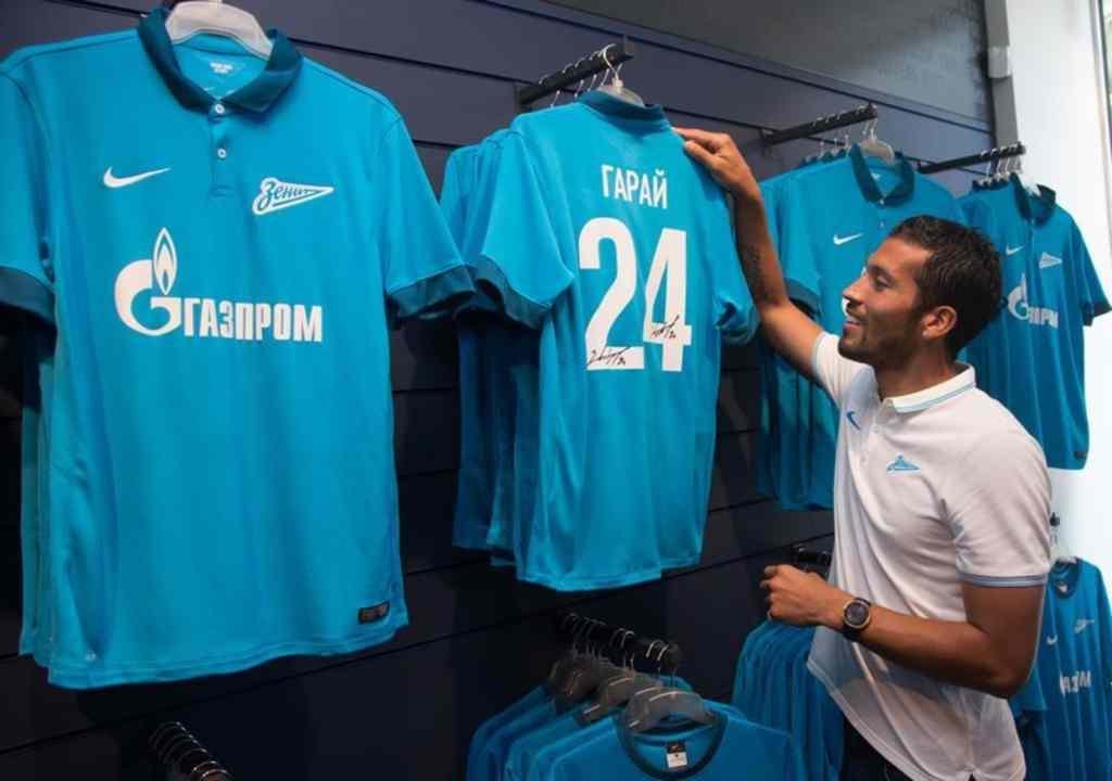 Garay apresentado no Zenti (Foto Facebook Zenit)