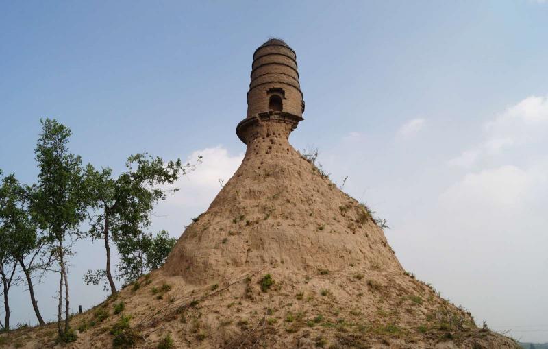 Torre na China em perigo de desabamento (Foto: Reuters)