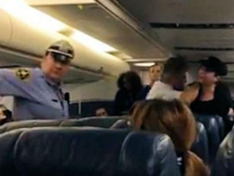 Mulher expulsa de voo com destino a Lisboa (Reprodução YouTube)