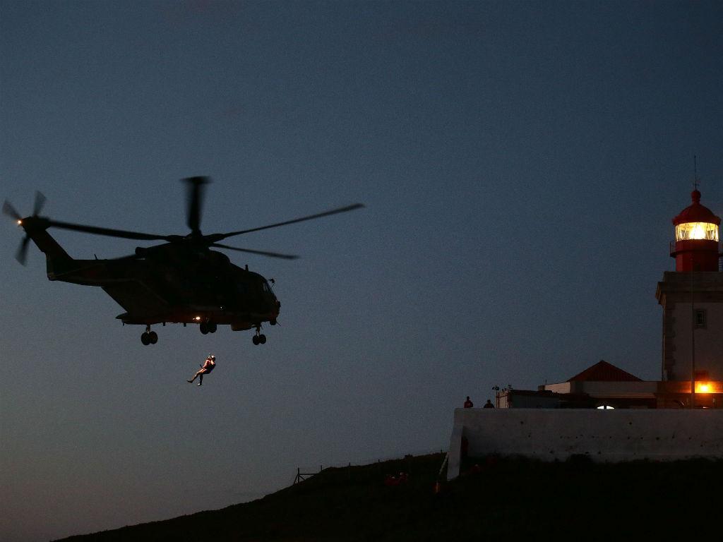 Operações de socorro no Cabo da Roca, Sintra (LUSA/António Cotrim)